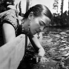 Frida_Kahlo_hands_in_water